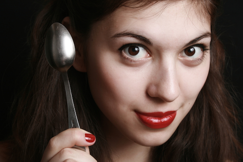 beauty tricks with a spoon
