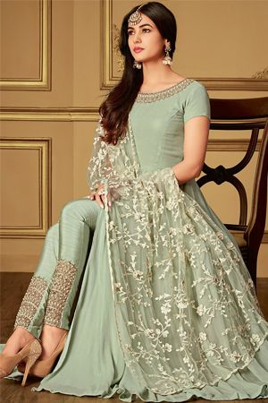 sonal-chauhan-pista-green-slit-style-pant-suit-sangeet-dresses-for-curvy-girls