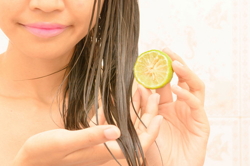 ways to lighten your hair naturally
