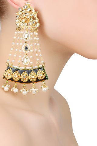 1 gold plated earrings