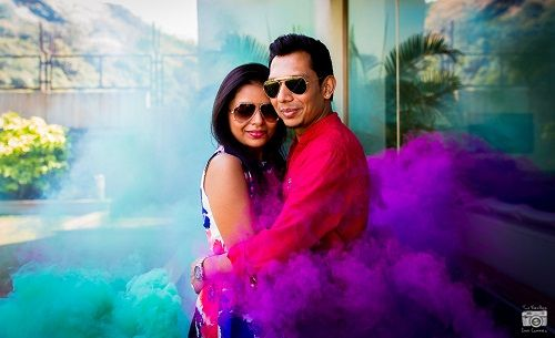 1 smoke bombs in pre wedding shoots