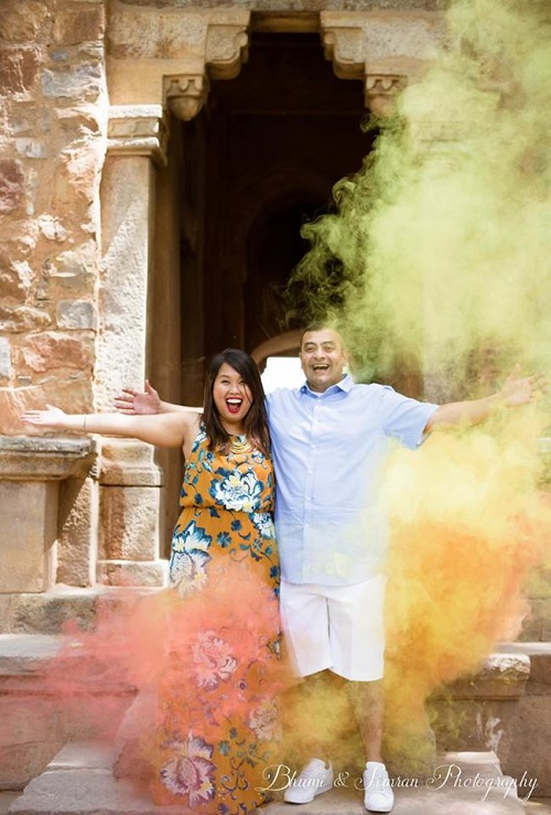 3 smoke bombs in pre wedding shoots