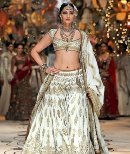 5 trendy bridal lehengas