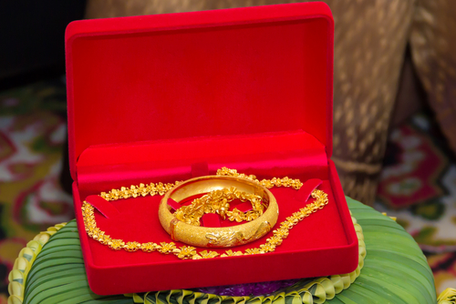 8 buying gold jewellery