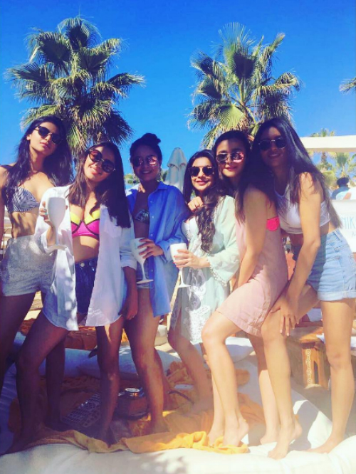 1 alia bhatt and her friends