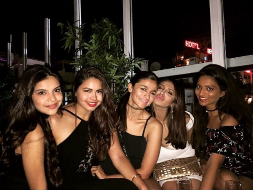 7 alia bhatt and her friends