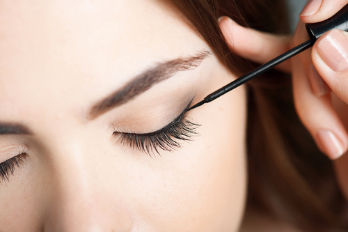 5 liquid eyeliner tips and tricks