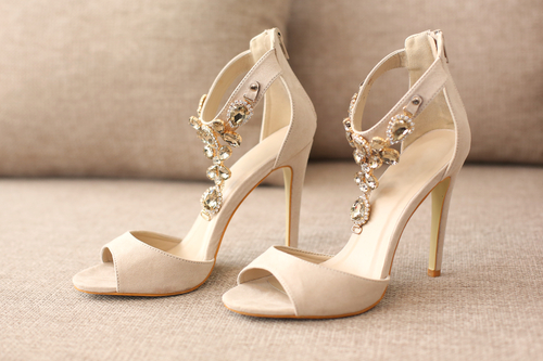 5 never wear to a wedding