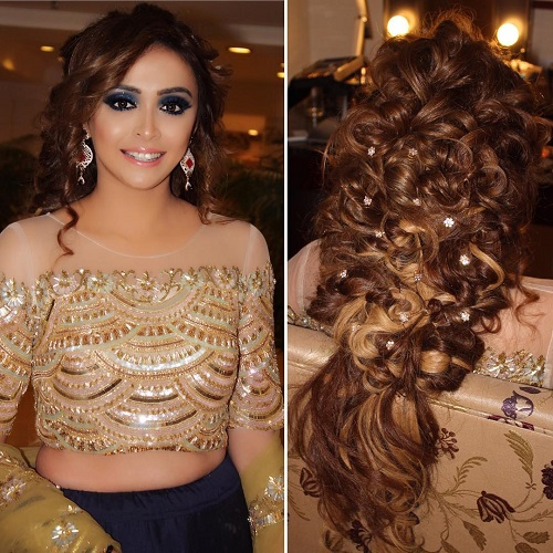 1 Bridal hairstyles for curly hair