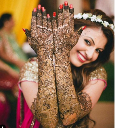 mehndi-design-bridal-pose