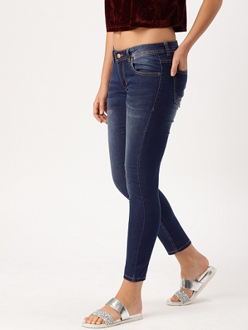well-fitted-blue-jeans-attractive-outfits