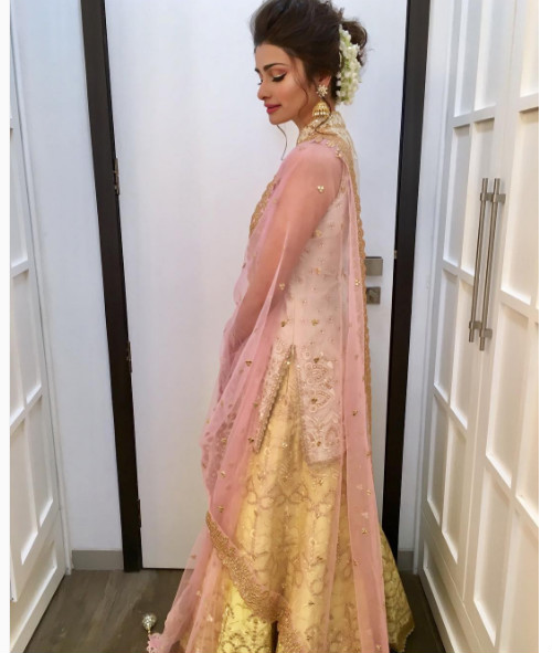 3 hairstyles for the wedding guest - Prachi Desai