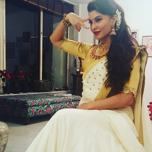 6 hairstyles for the wedding guest - Jacqueline Fernandes