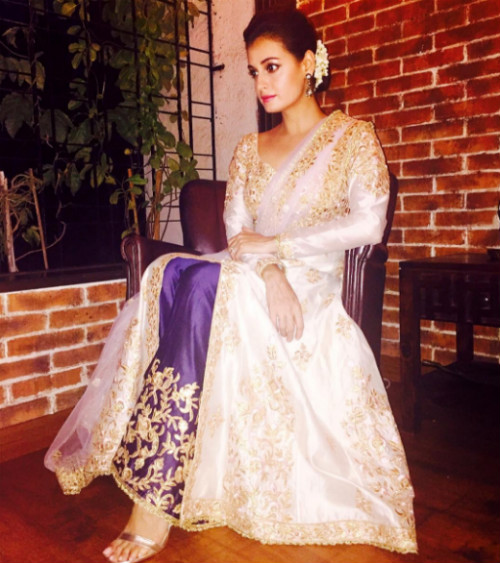 8 hairstyles for the wedding guest - Dia Mirza