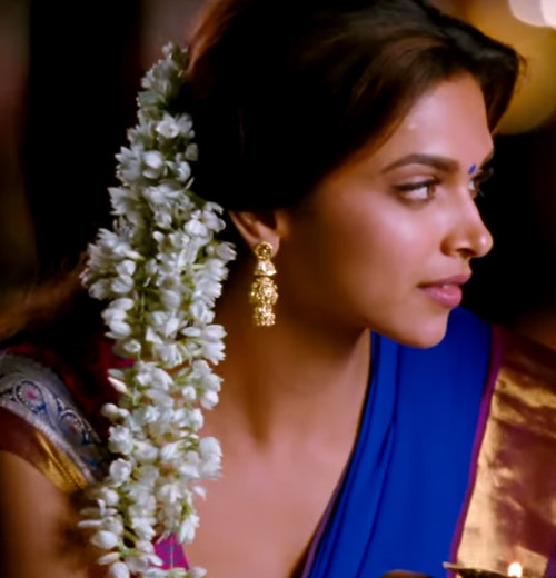 9 hairstyles for the wedding guest - Deepika Padukone1