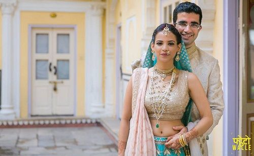 1 couples who matched their wedding outfits