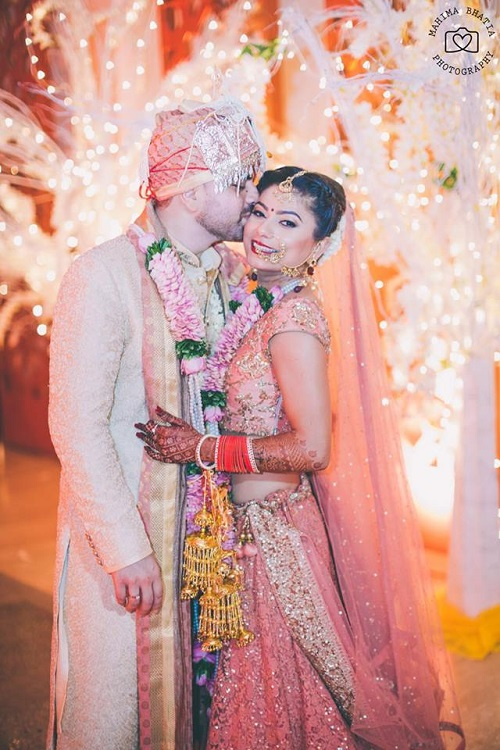 2 couples who matched their wedding outfits