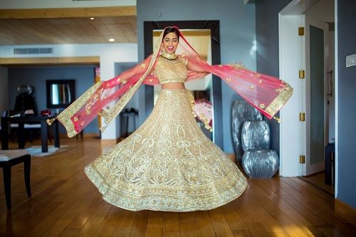 7 pictures with the wedding dupatta