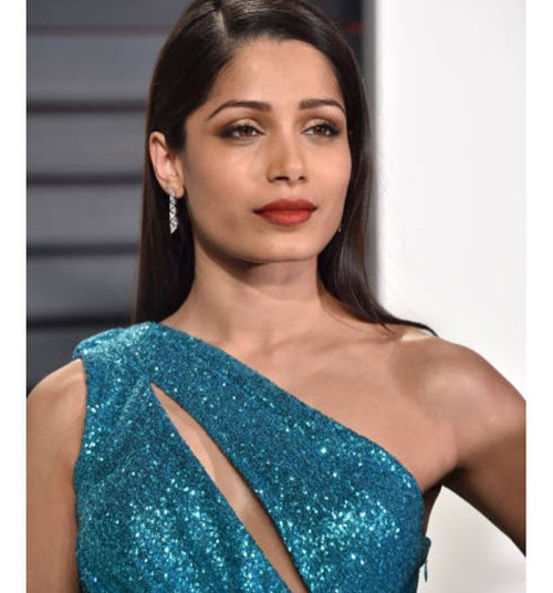 3 ways to wear kajal - freida pinto