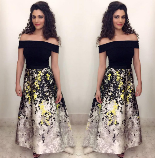9 hairstyles for college girls - saiyami kher