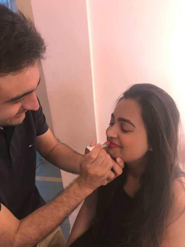 6 I let my guy friend do my makeup guy applying lipstick