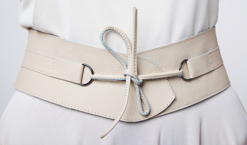 7. thing not to wear while traveling - cinch belt