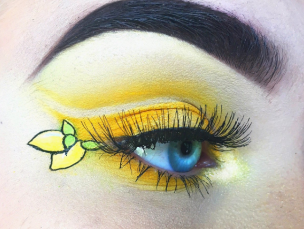 4-mua who draws portraits on her eye-eye makeup