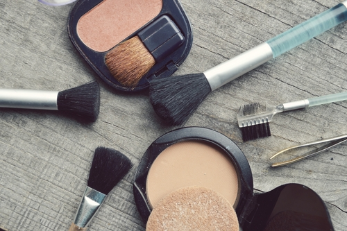 7 guide to planning a trip - makeup