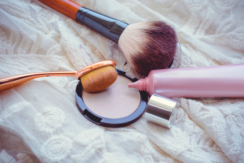 3 makeup tips - blush shimmer highlighter