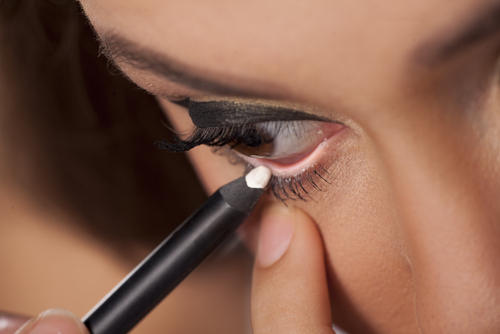 5 makeup tips - white eyeliner for bold eyes