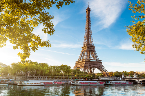 10 holiday destinations - paris