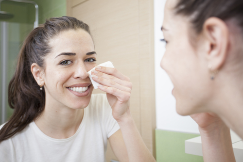 1 nighttime beauty habits - woman removing makeup