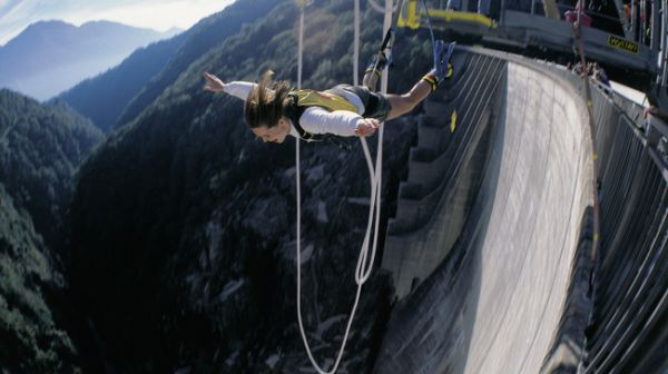10 unique places in switzerland - James Bond Bungee Jump
