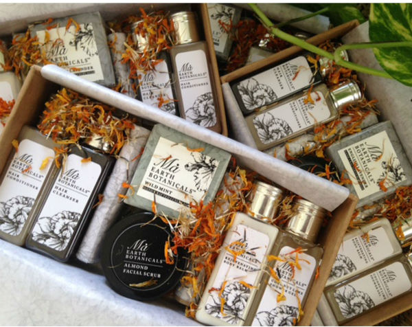 DAILY ESSENTIALS GIFT BOX