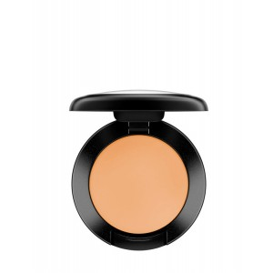 4 makeup products with SPF Mac concealer