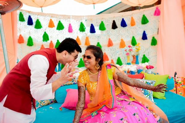7 mehendi ceremony funky couple pise