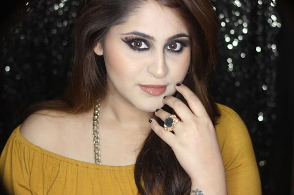 make up looks Aashna Bhagwani