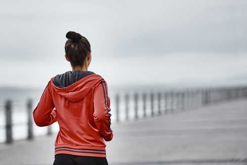 1 how to stay warm during winter workouts girl running