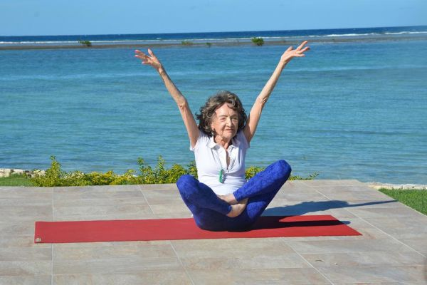 world's oldest yoga teacher 2