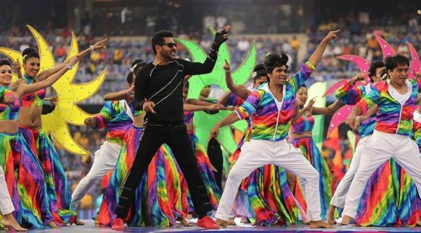 ipl-2018-opening-ceremony-hrithik-roshan-varun-dhawan-jacqueline-fernandez-set-the-stage-on-fire-in-mumbai