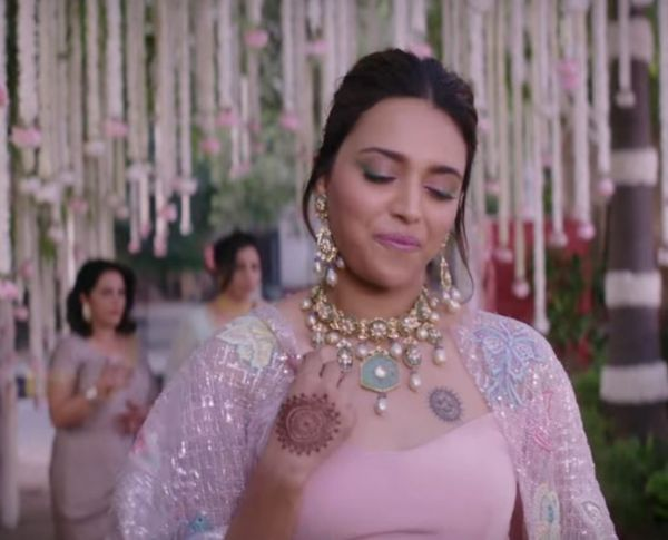 veere di wedding trailer looks swara bhaskar sparkly cape