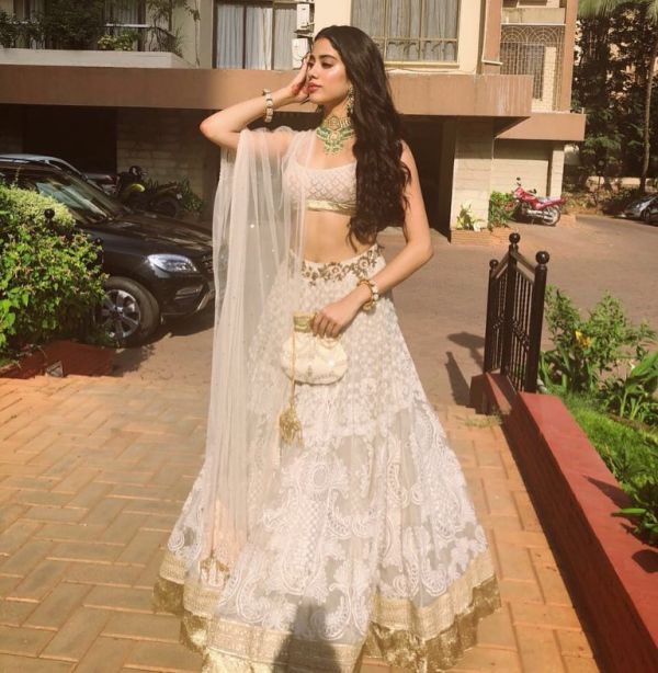 janhvi kapoor tarun tahiliani colourful at sonam mehendi