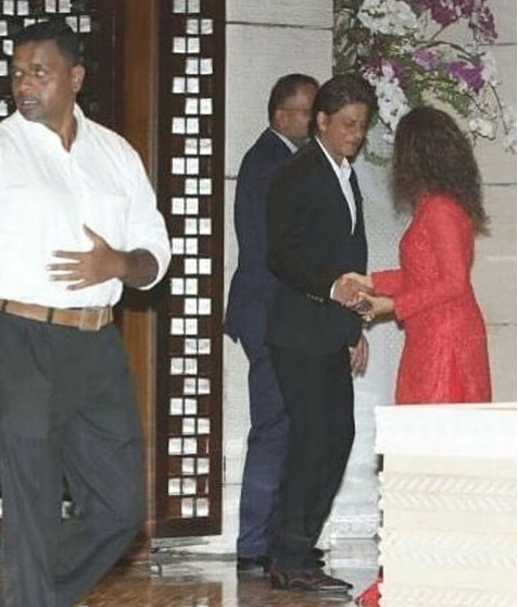 srk at isha ambani engagement