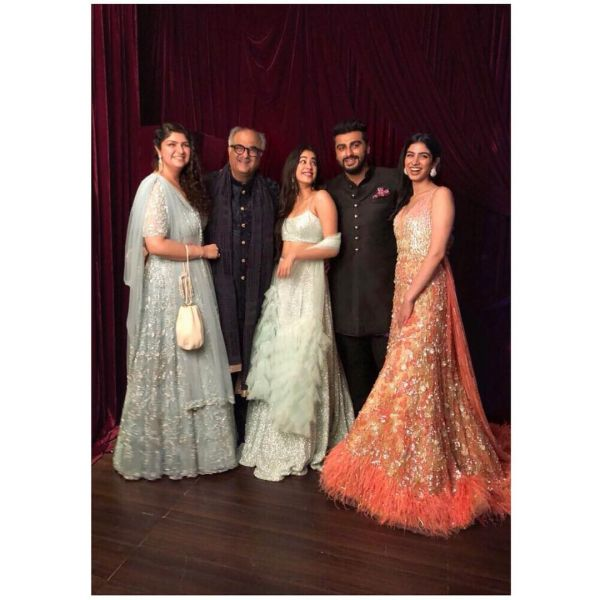 Anshula kapoor  boney kapoor  janhvi kapoor  arjun kapoor and khushi kapoor at sonam kapoor's wedding