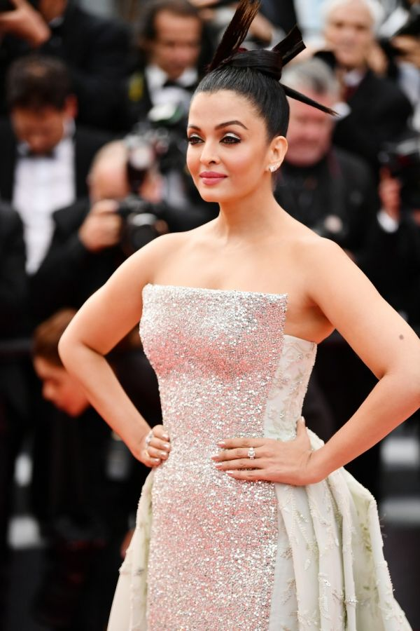 Aishwarya Rai Bachchan%E2%80%99s stunning look for the red carpet - L%E2%80%99Or%C3%A9al Paris brand ambassador Aishwarya Rai Bachchan shines bright like a diamond!  %282%29