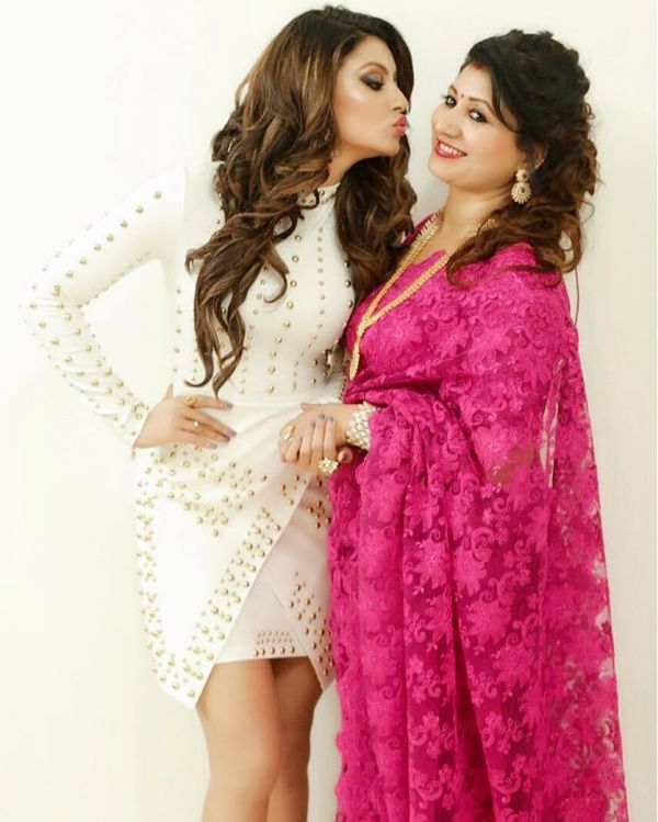 Urvashi rautela and mom