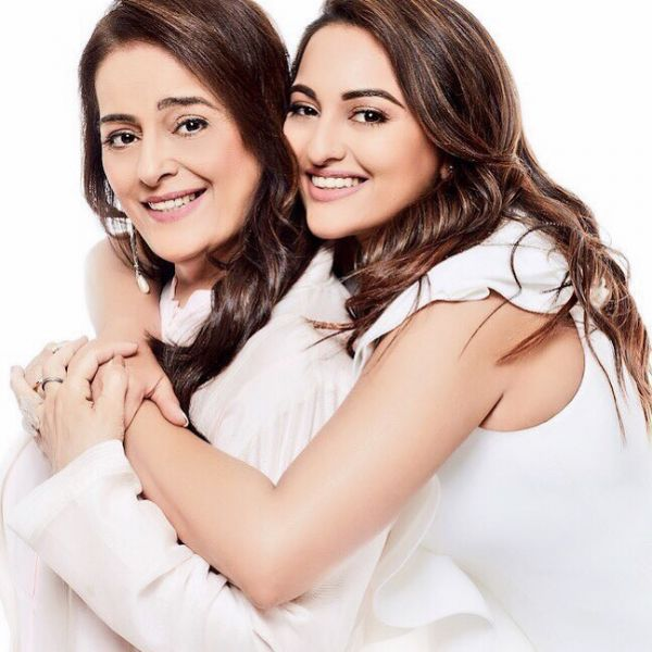 sonakshi sinha and mom