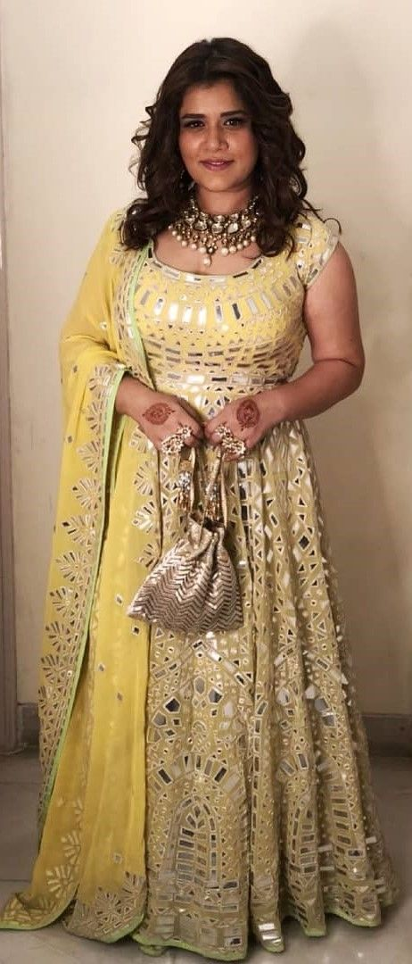 7e31900fc4 Shikha Talsania From *Veere Di Wedding* = Curvy Girl Outfit Goals ...