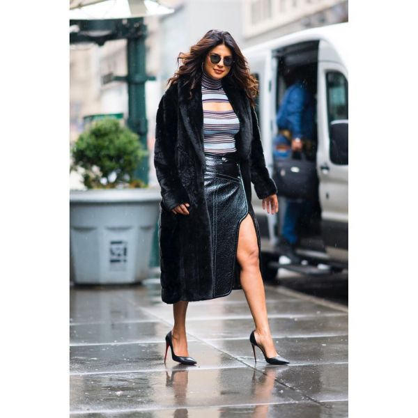 5 priyanka chopra - black pumps
