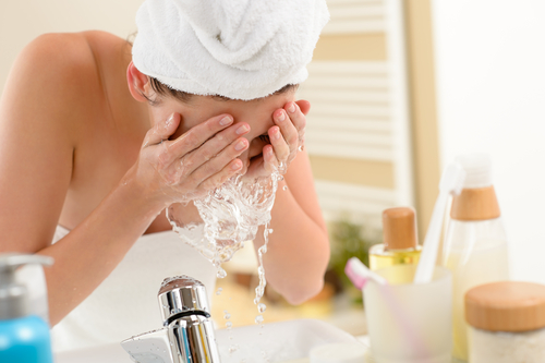 acne  face  wash  skin internal woman washing her face